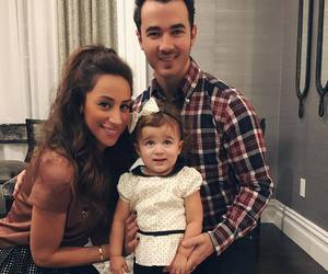 kevin jonas, family, and danielle jonas image