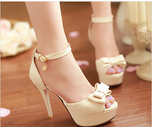 beige and tacones image