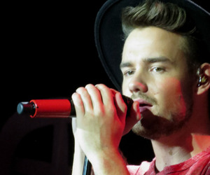 liam paynes, one direction, and otra tour image