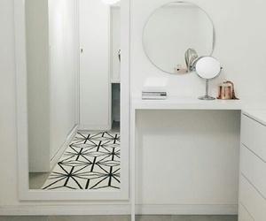 decor and geometric image