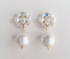 accessory, earrings, and pearl image