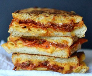 grilled cheese, sandwich, and mac and cheese image