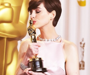 Anne Hathaway, oscar, and les miserables image