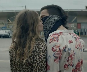 robbers and the 1975 image