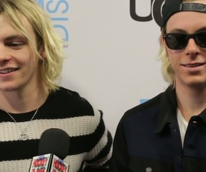 interwiew, r5, and riker lynch image