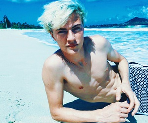 lucky blue smith, beach, and model image