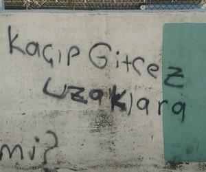 şiir sokakta and duvar yazısı image