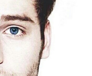 blue eyes, 5sos, and LUke image