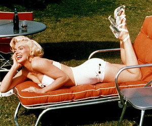 grass, vintage, and Marilyn Monroe image