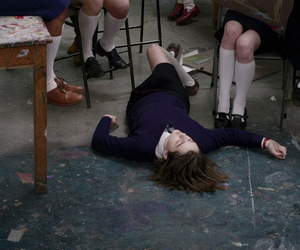 maisie williams and the falling image