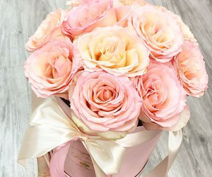 chic, bouquet, and pink image