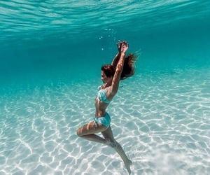 ocean and underwater image