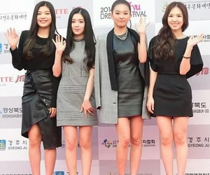 joy, kpop, and red carpet image