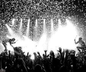 twenty one pilots, black and white, and concert image
