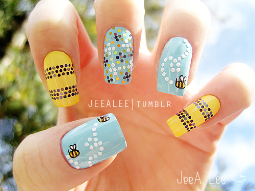 Jeea lees nail art bumble bee nails on we heart it prinsesfo Image collections