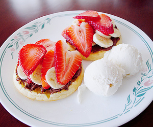 food, strawberry, and ice cream image