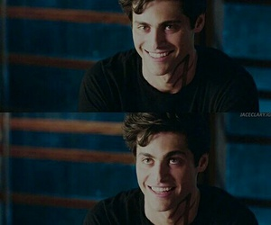 books, shadowhunters, and matthew daddario image