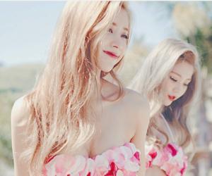 style, jeongyeon, and friend image