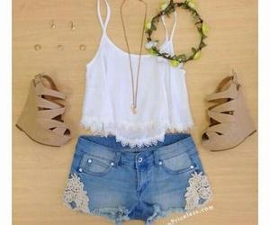 short jeans and blusa encaje image