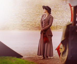 mary and downton abbey image