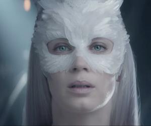 Emily Blunt, el cazador, and y la reina de hielo image