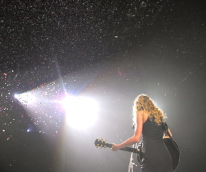 Swift, taylor, and fearless tour image