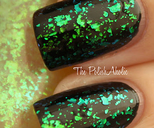 green, nails, and sparkly image
