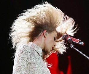 Taylor Swift, red tour, and taylor image