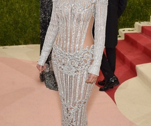 kylie jenner, red carpet, and met gala image