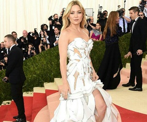 kate hudson and met gala image