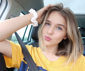 blue eyes, short hair, and acacia brinley image