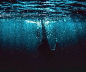 drown and water image
