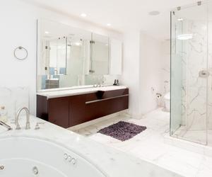 bath, realty, and bathroom image