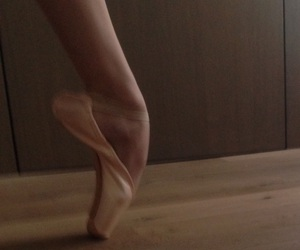 ballet, pointe shoes, and gaynor minden image