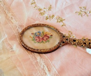 vintage, floral, and mirror image