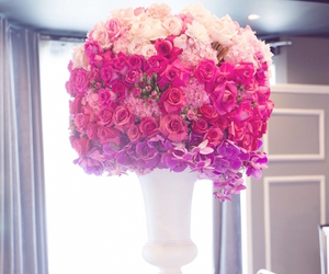 centerpieces, wedding, and WeddingFlowers image