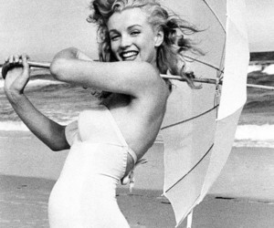 Marilyn Monroe, black and white, and beach image