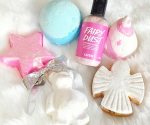 bath, lush, and girly image