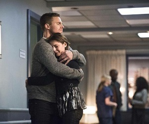 willa holland, arrow, and oliver queen image