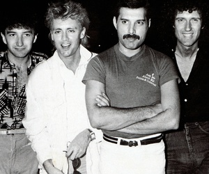 Queen and band image