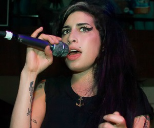 Amy Winehouse, beyoncé, and 1d image