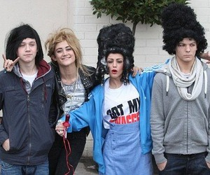 l0l, fake wigs, and random dude near niall image