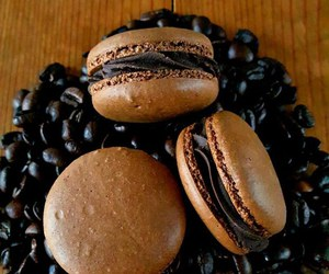 food and ‎macarons image