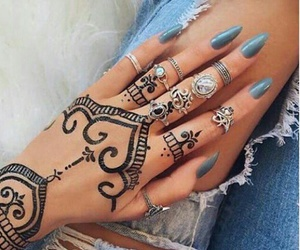 henna tattoos, black henna tattoos, and blue ripped jeans image