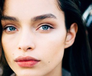 model and luma grothe image