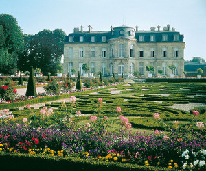 garden and mansion image