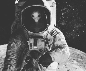 alien and astronaut image