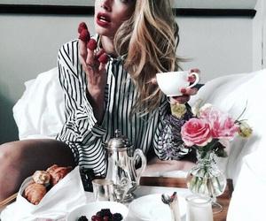 model, breakfast, and Doutzen Kroes image