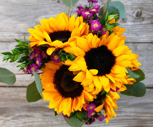 bouquet and sunflowers image