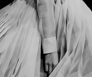 Christian Dior, details, and fashion show image